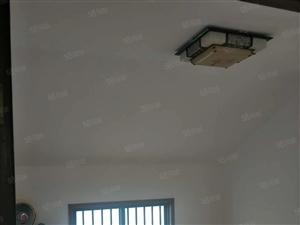 万宇小区,老城商业中心,精装修!房间非常干净!楼下商业街