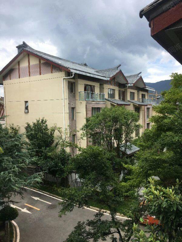 100平别墅送双露台和40到80平庭院,可漫步古城远眺雪山
