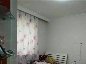 白色喷漆精装地暖房,楼层佳,结构合理。