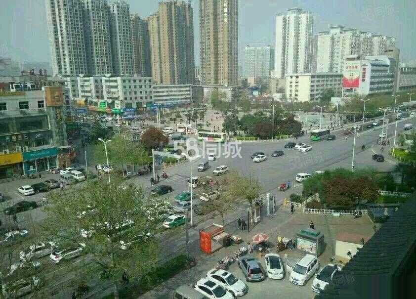 人民东路北门口双保凤凰城两室精装空房办公居住均可