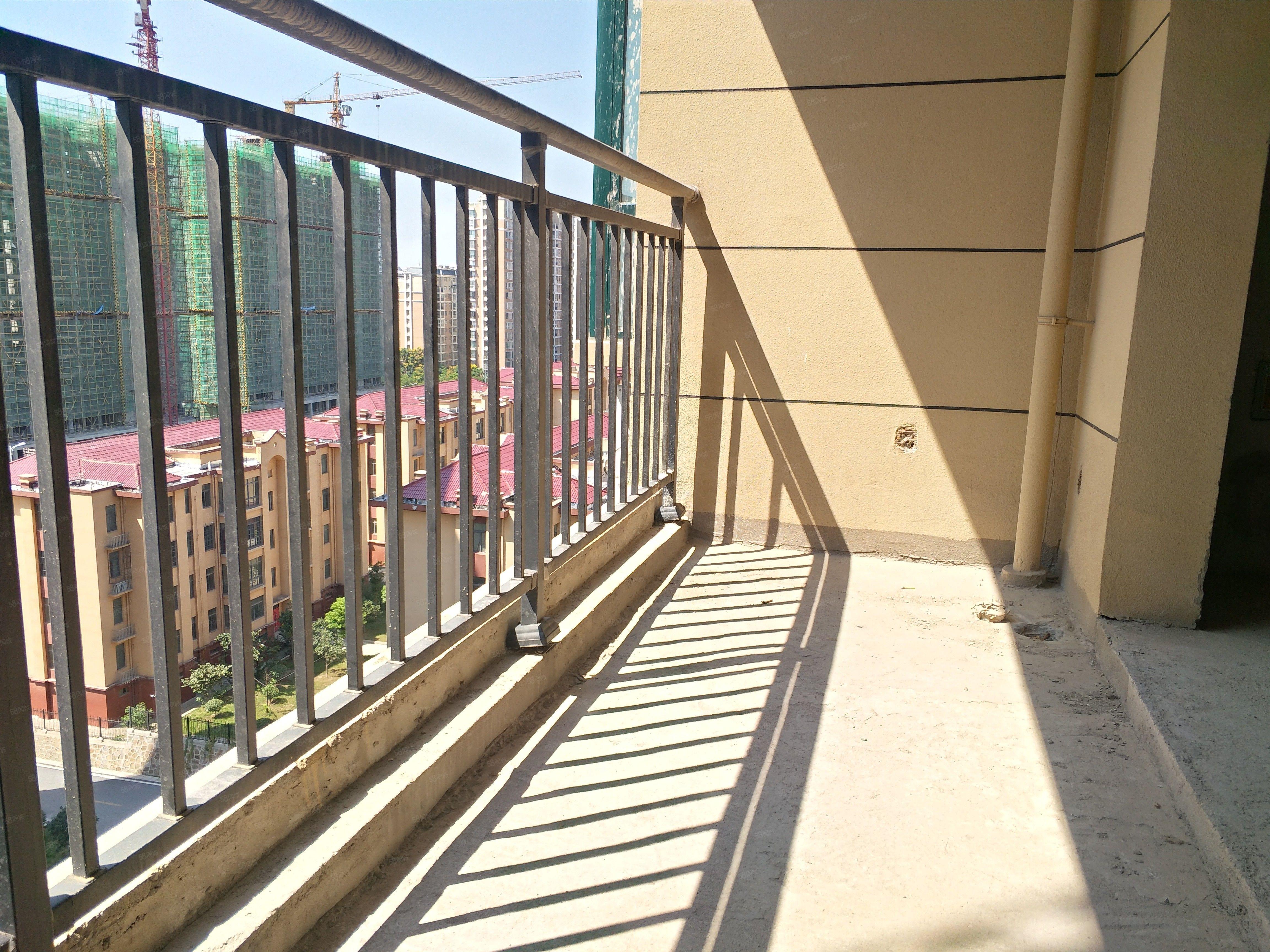 羊山外语小学旁清华园全新毛坯大三房观景楼层正常首付按揭