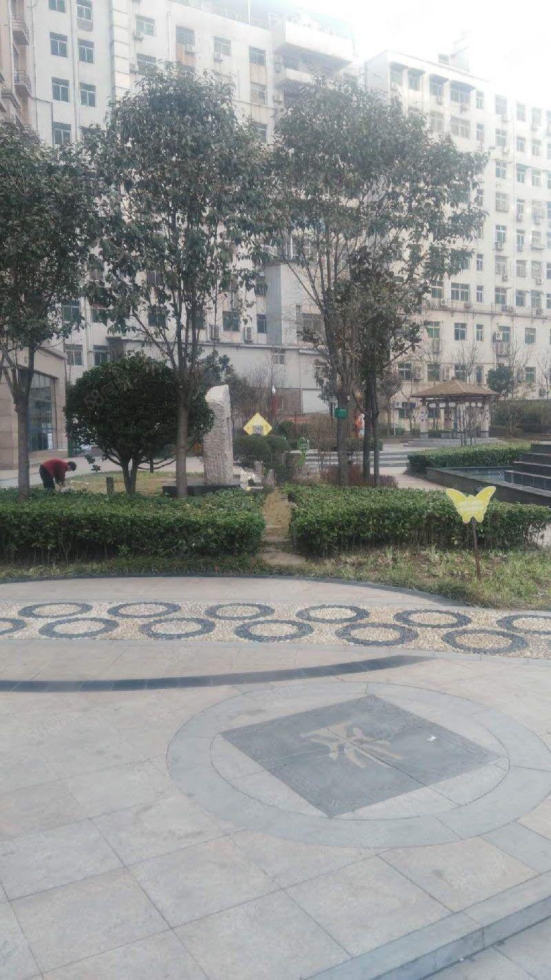 统一广场对面华泰湖境尚都精装拎包入住