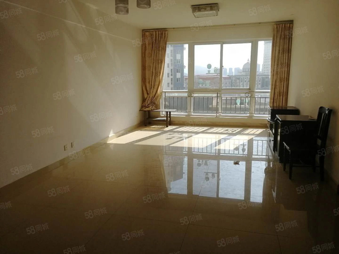 时代广场精装三室可配家具家电澳门金沙平台,空房还可以优惠,看房方便