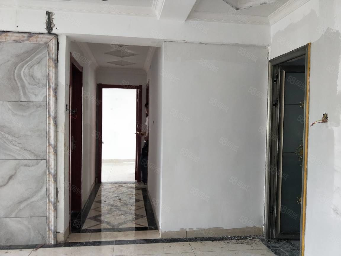 明珠广场后面(欣安花园)全新装修三部新装电梯正规四房