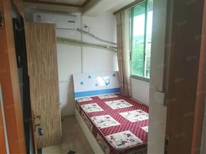 450元大观楼附单独5楼一室包水气共用卫生间精装空调大衣柜!