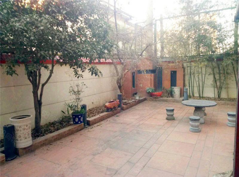 金太阳公寓独栋小三层,带独立车库,送后花园,双气双证,可贷