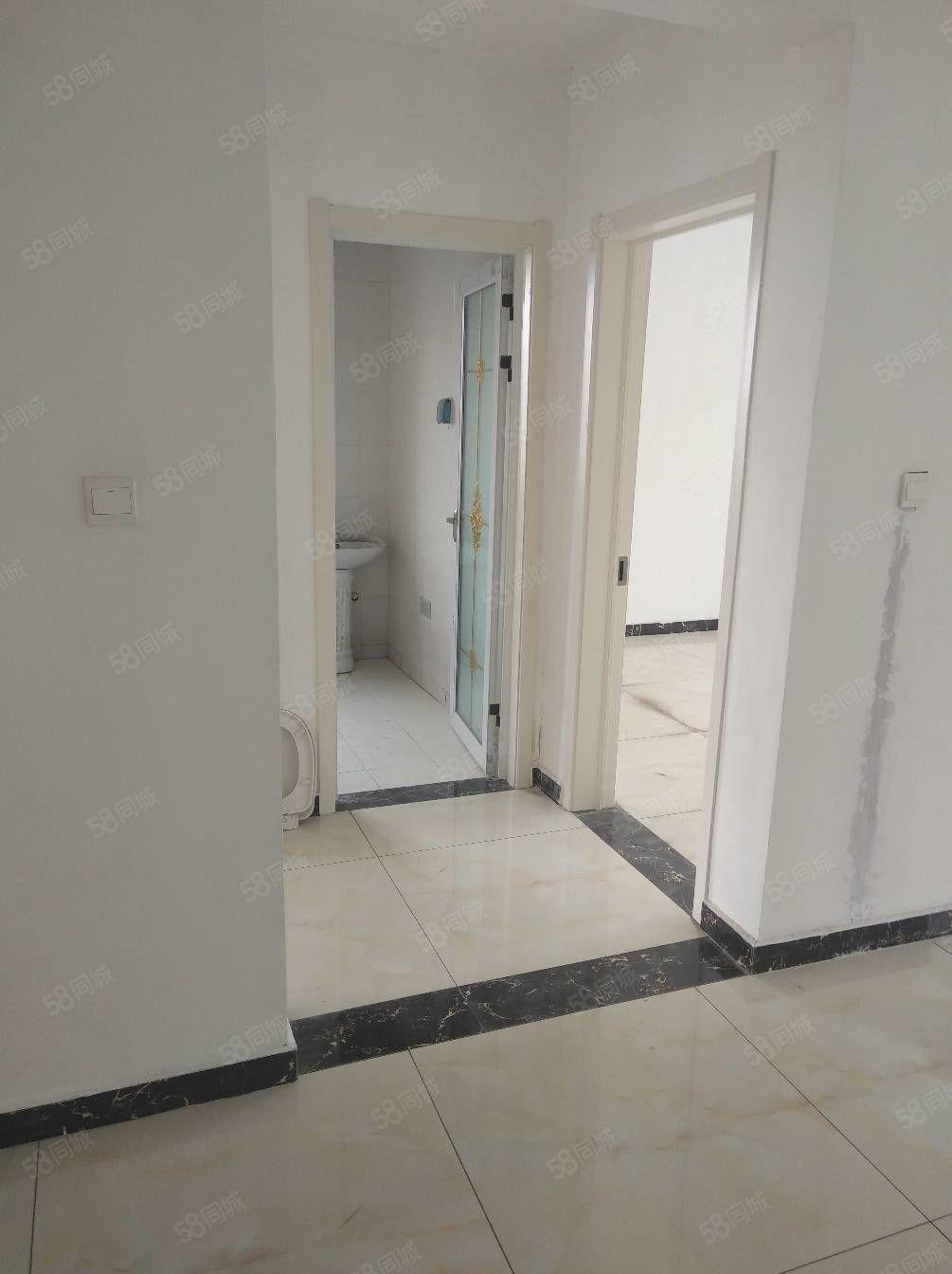 三室两厅两卫,楼房出租,简单装修,空调,热水器油烟机基本简单