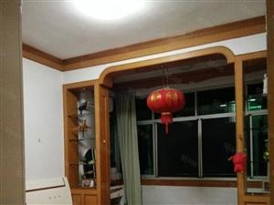 木材小区楼梯房,三室135平两证齐全,楼层好,看房请致电。