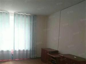 出租经济使用房三室两厅一卫,简单家具,年租