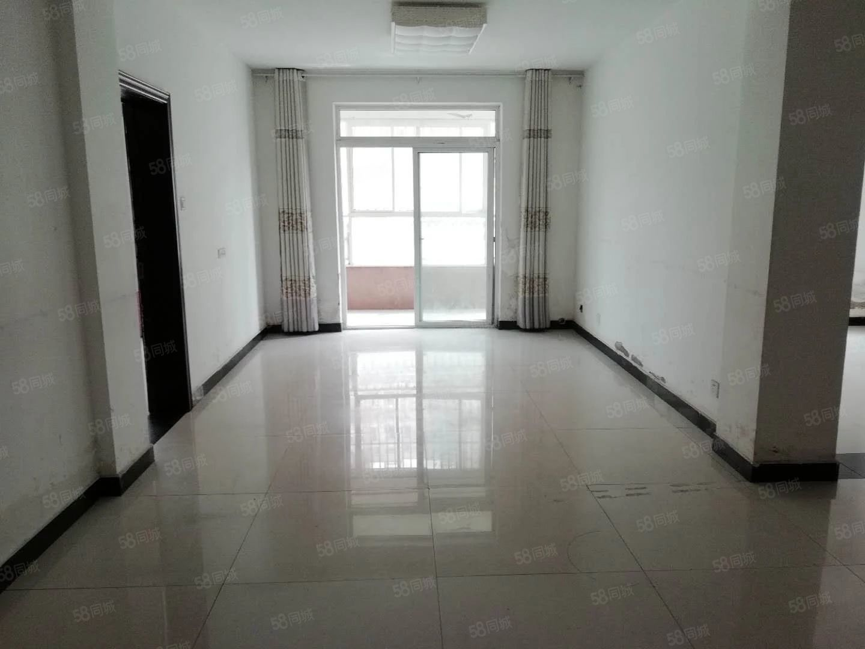 德铭小区四室两厅一楼简单装修随时看房!