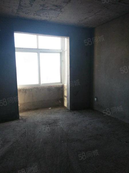 龙兴社区三室两厅两卫