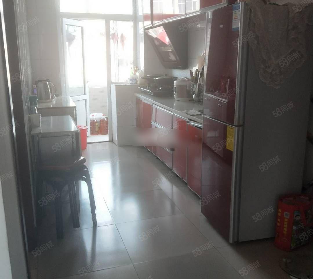 恒艺阳光城6楼60平两室有床衣柜