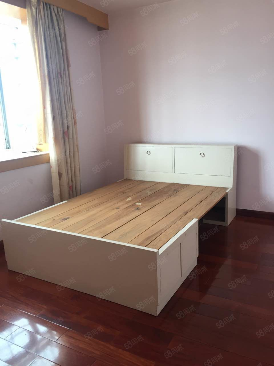 北苑小区4室2厅2卫1厨中等装修只需要1500一个月