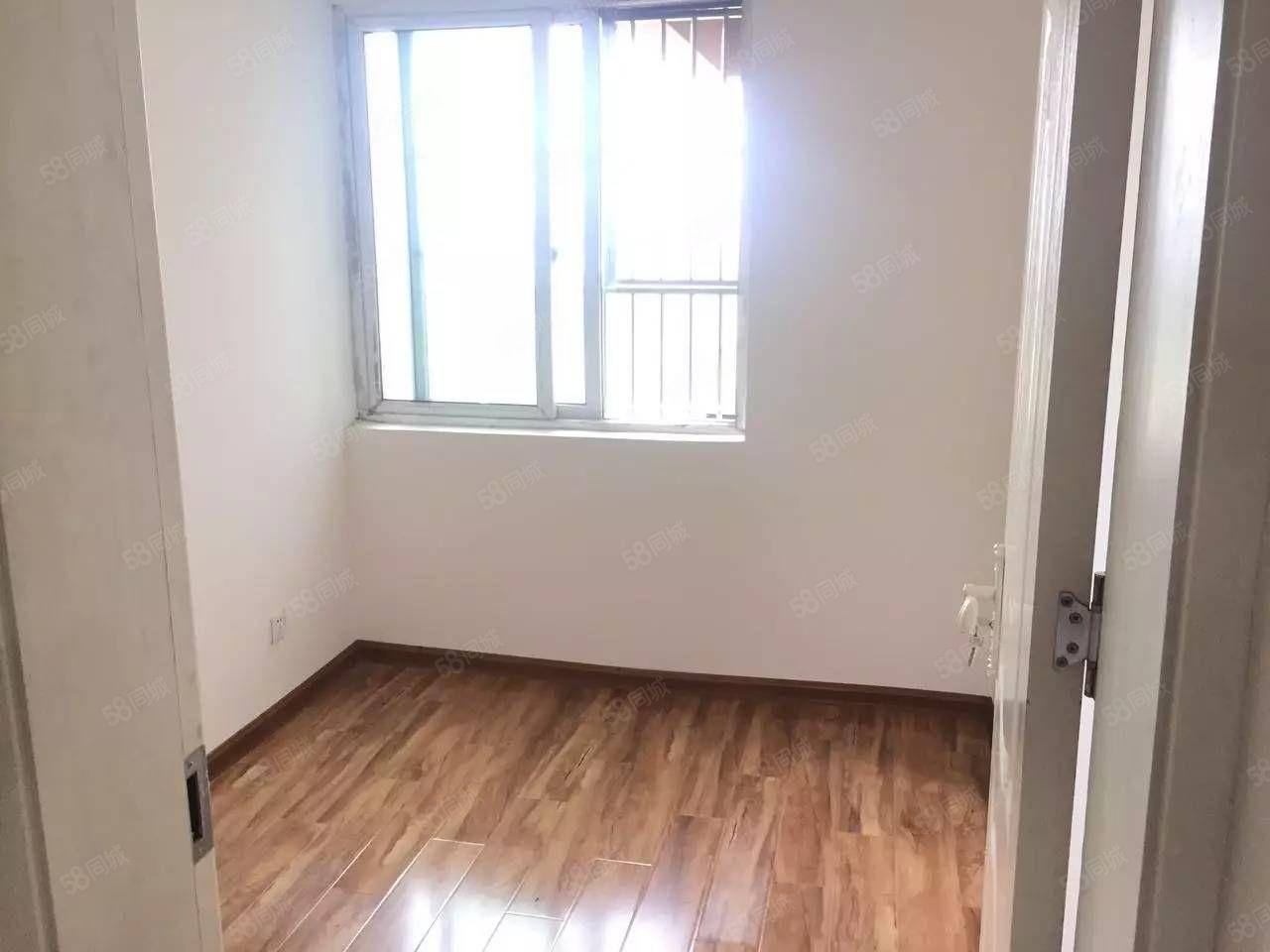 翡翠湾拎包入住简单装修3室一厅一厨一卫
