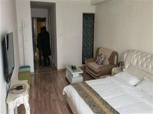 万达公寓一室一厅精装修两房挨边都出售打穿可以做工作室