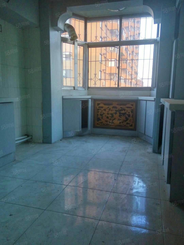 三号小区5层2室简装7000元年付
