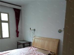 赣东大道沃尔玛旁两室两厅家电齐全拎包入住!