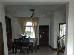 3层别墅出售,桃花泉东岳街,产证齐,三个方向都有院子,场地大