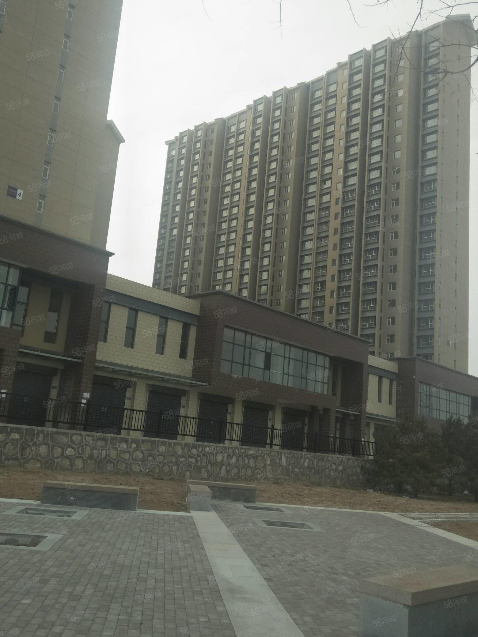 东信国际商业街,繁华地段