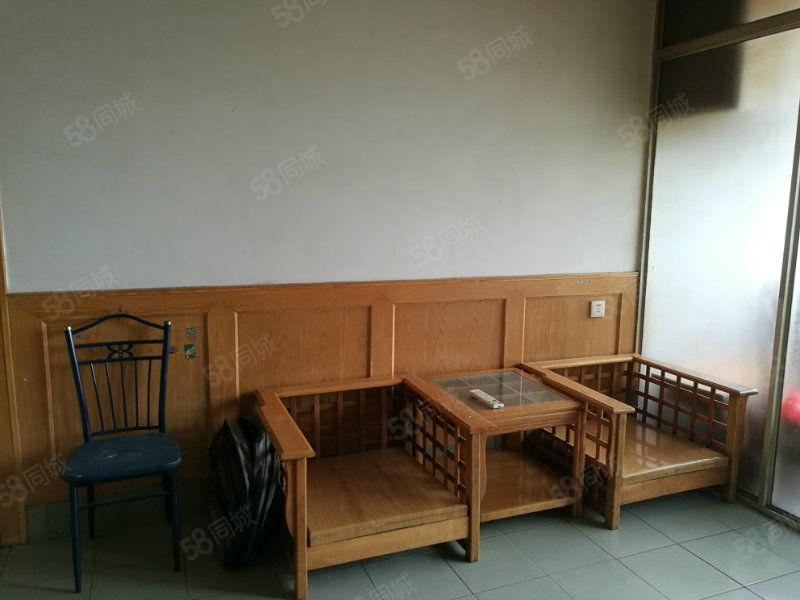 东风路道南学校附近两室一厅带家具家电出租拎包住
