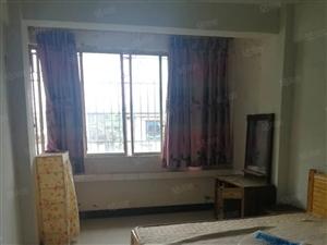 750元城区衣服街8楼两室简装无空调其它都有家具家电!