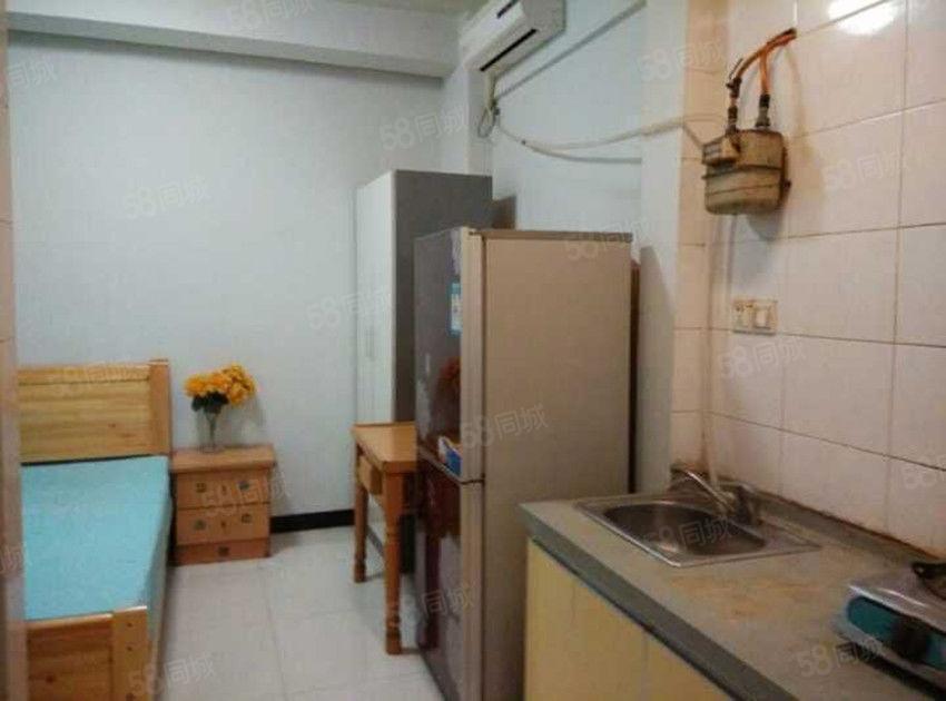 女学街《2楼》1室1厨1卫全装修全齐750可短租月付