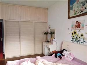 泸县县医院附近3室2厅2卫满五唯一住房出售!