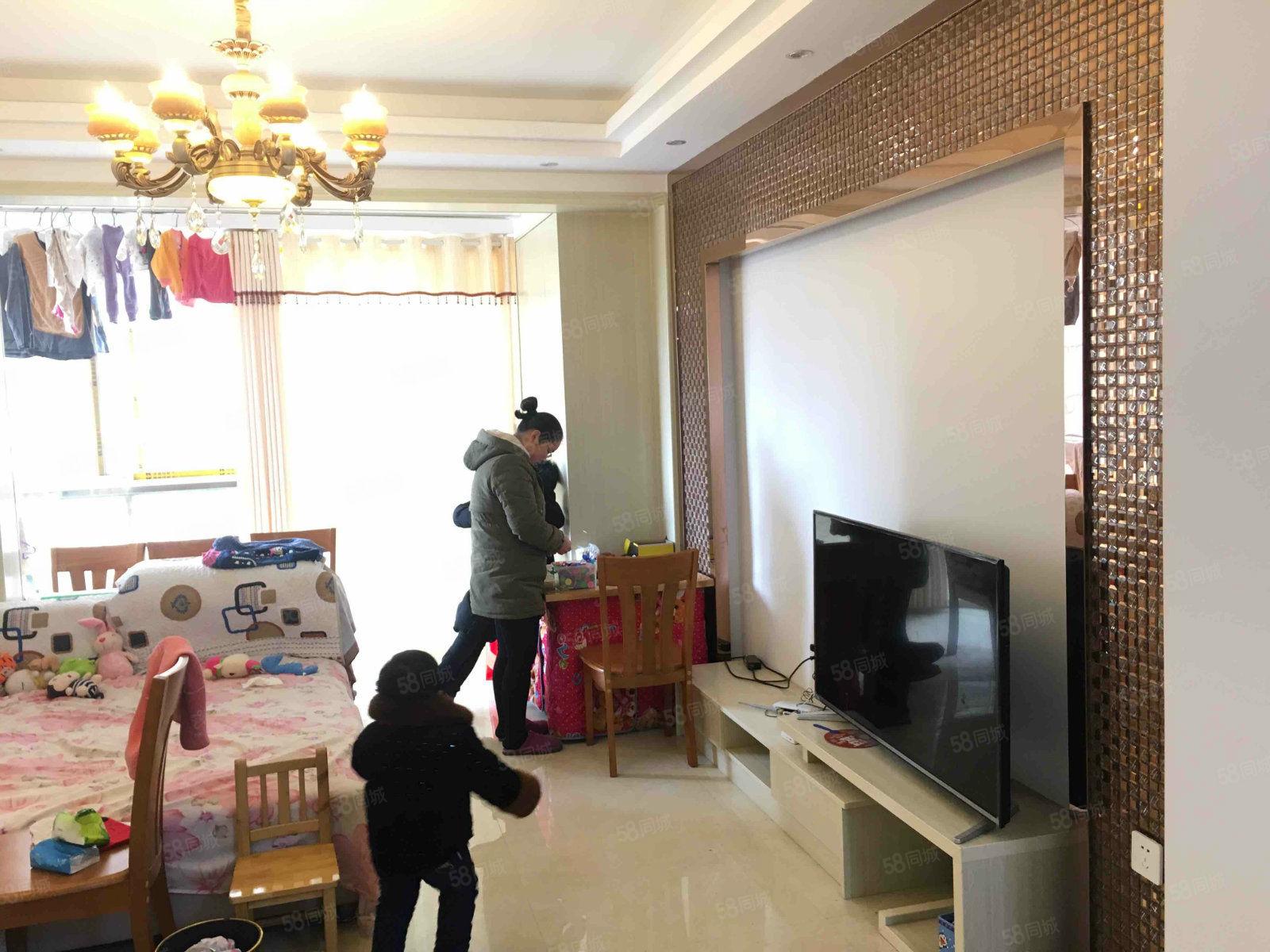立嘉城豪园精装3室2000一个月包物业和WIFI