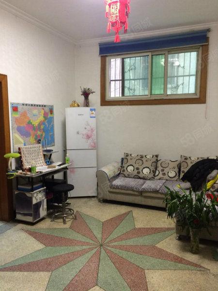 急售青年街二巷一楼简装小三室85平