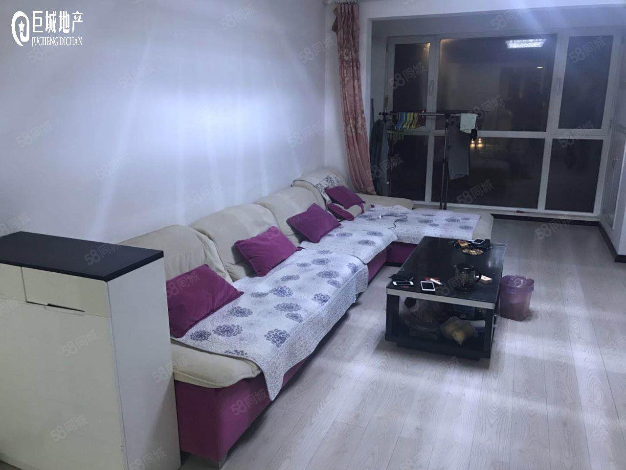 香漫花都2500元2室2厅0卫精装修,家具电器齐全非常