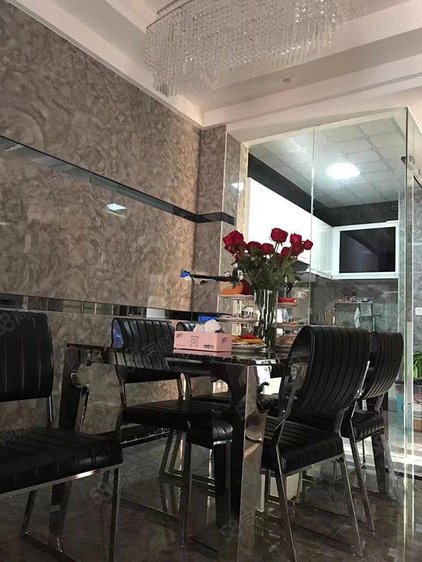 恒怡湾!豪华装修3房,家私家电全新,4500元拎包入住
