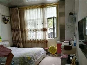 精装修低楼层的一室一厅