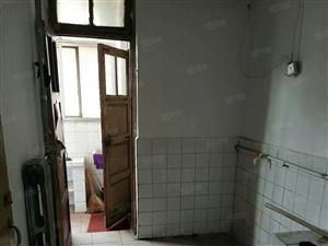 粉莲街小区,一室一厅,家具家电齐全,干净卫生,拎包入住。
