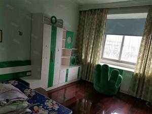 三国城西湖休闲广场3室2厅拎包入住1200月