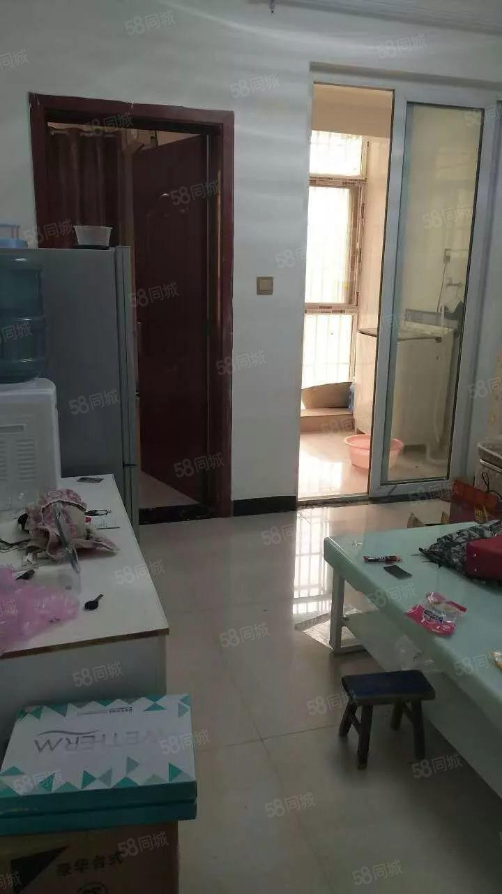 小河刘刚到一室精装,大沙发啥都有,家具家电齐全,拎包入住