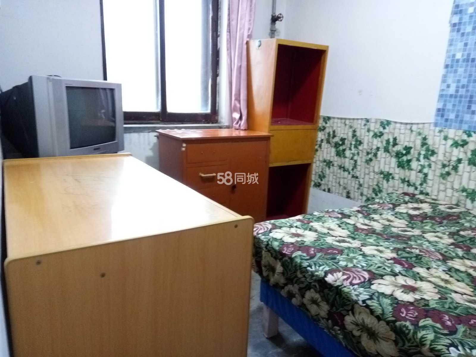 秦宝小区4室1厅可住4至7人市委南近陕中附一院215医院(个人)4室1厅1卫