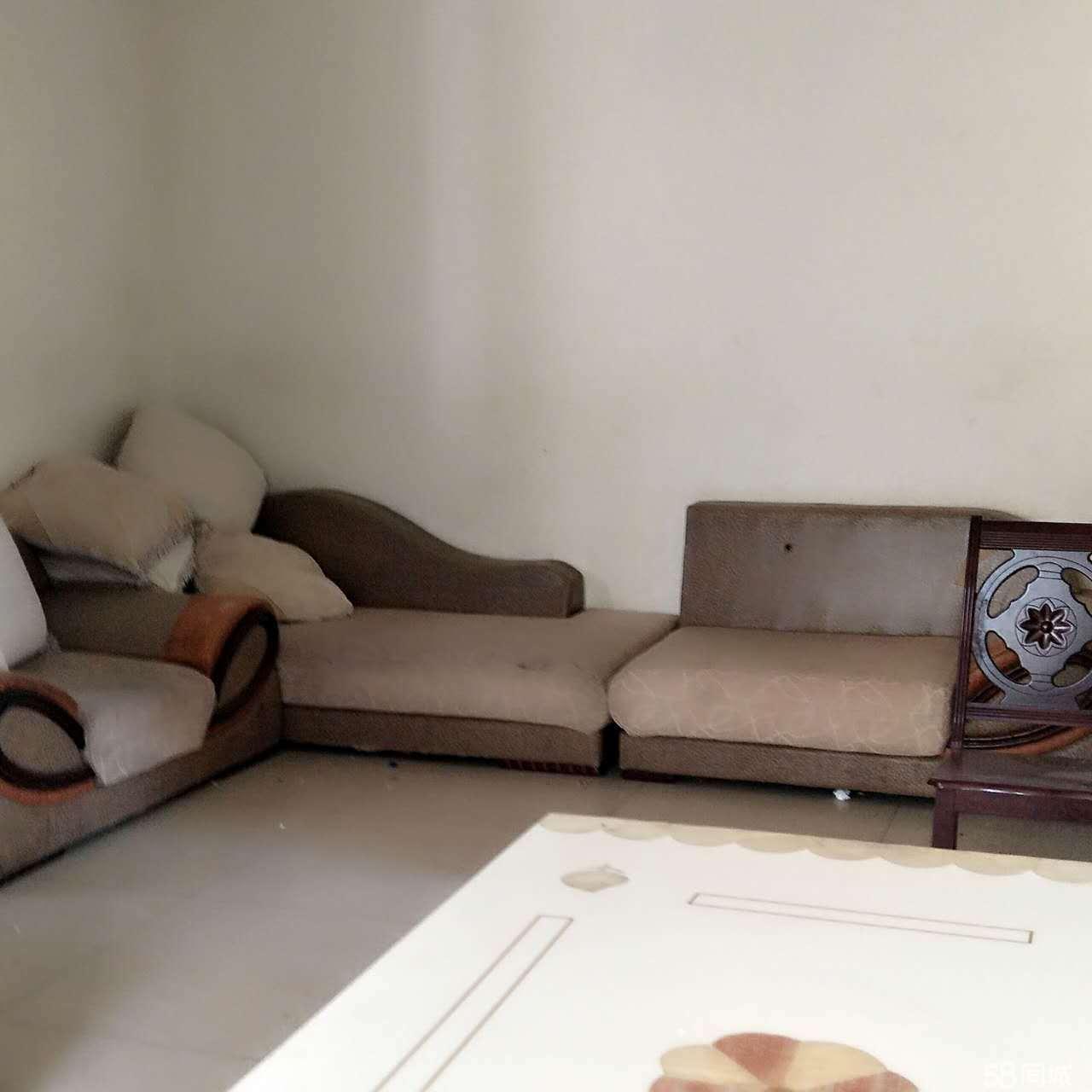 安居安居城中心2室2厅80平米简单装修年付
