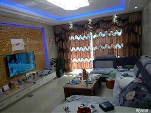 泸县良才学校旁4室2厅2卫156�O精装好房出售!