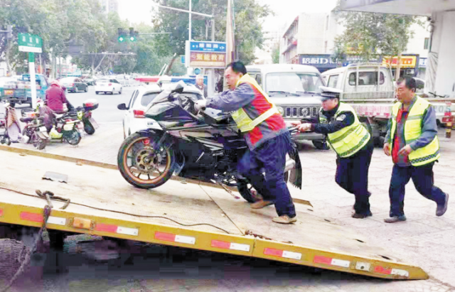 """淄川14辆非法改装的""""炸街""""摩托被扣"""