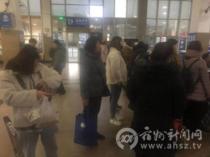 宿州火�站:春�\首日�l送客流平�