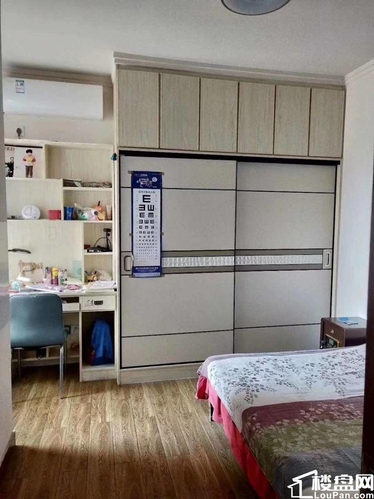高铁 悦蓝山 精装三室 集中供暖 电梯房 新房 现房即买即卖