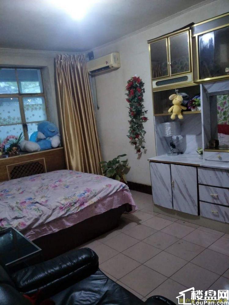 咸通北路 西北二棉二小区(二厂二区) 2室1厅1卫 2楼出售