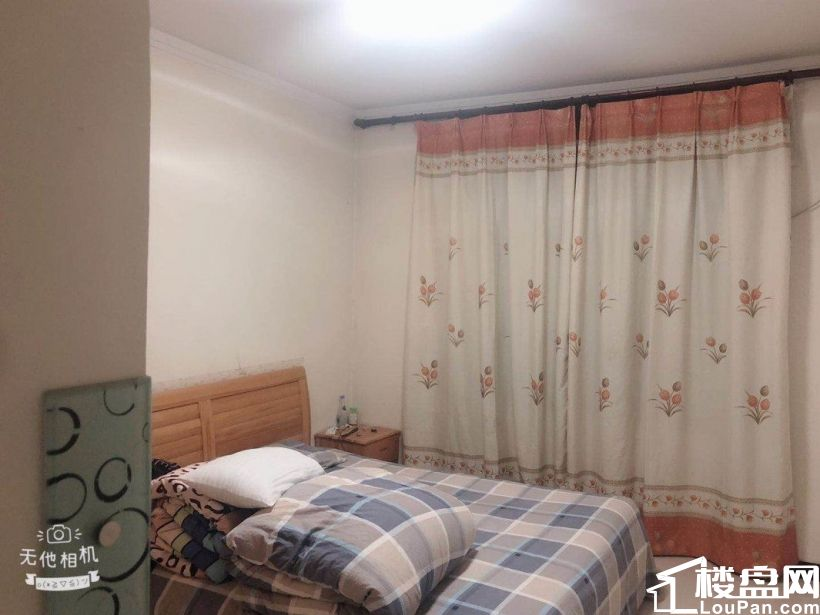 华府山水三楼,精装三室带家具家电出售!支持贷款!