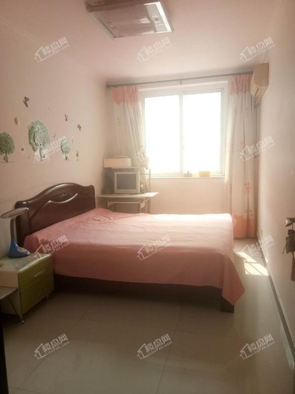 瑞景新城,带24平地下室,位置好,房子干净。