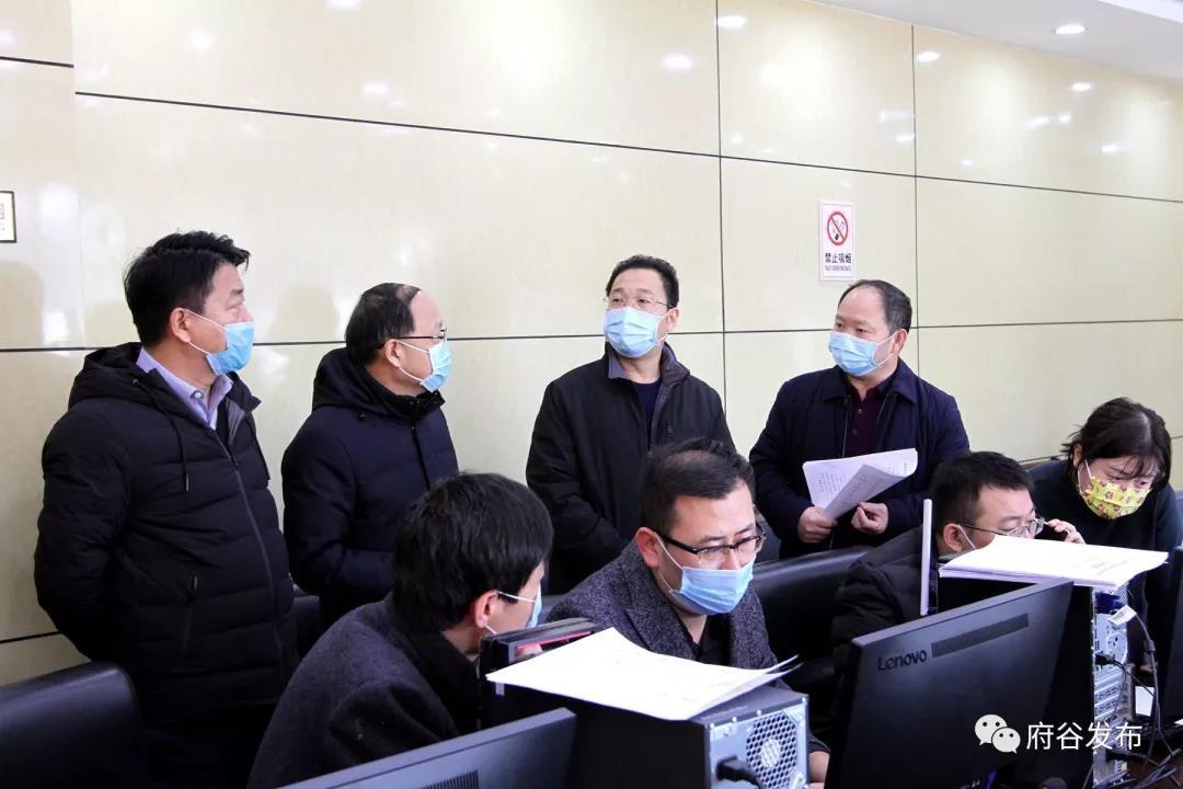 李新功检查新型冠状病毒感染的肺炎联防联控工作