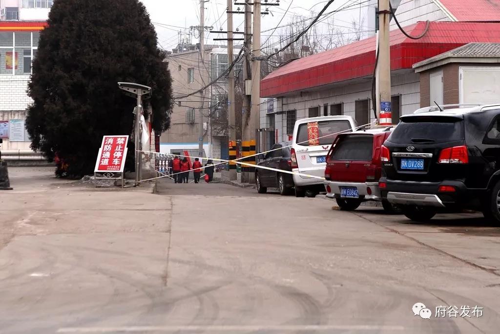 【疫情防控】府谷城区各布控点严格落实社区半封闭管理措施