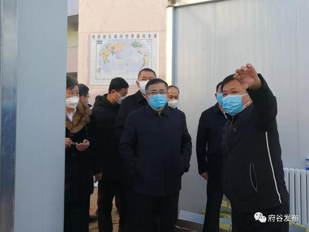 雷江声检查疫情联防联控应急设施建设和准备工作