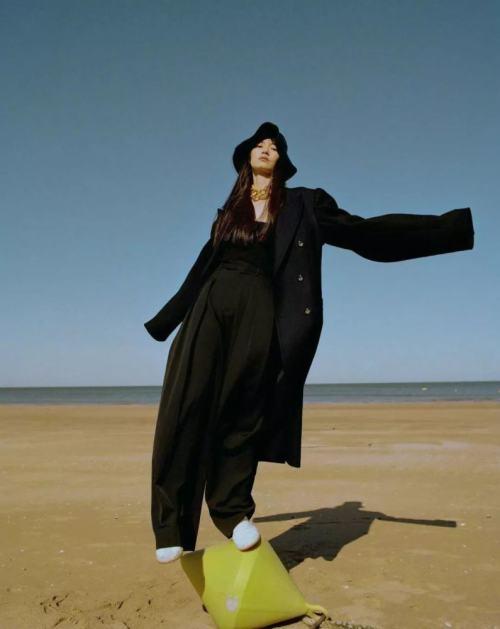 今年冬天,黑色大衣又火了!