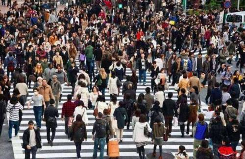 全���人口突破14� 人!��幽挲g人口下降89�f意味著什么?
