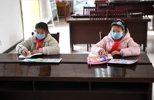 疫情之下,�r村中小�W在�教育怎�幼霾藕�